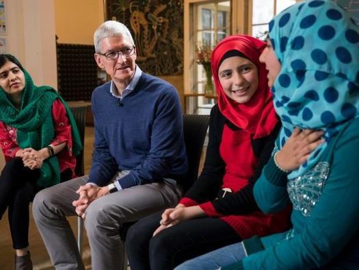 Iniciativa de Tim Cook e Malala quer levar mais de 100 mil garotas à escola