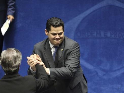 Com 42 votos, Davi Alcolumbre é eleito presidente do Senado