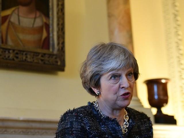 Conservadores pressionam Theresa May para que endureça as negociações do Brexit