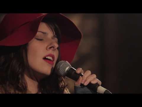 """""""Alucinação"""": novo vídeo da série Daíra Canta Belchior relembra um dos maiores sucessos do cantor"""