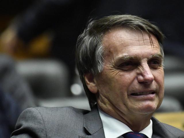 Bolsonaro vai assinar decreto que reajusta salário mínimo para R$ 998
