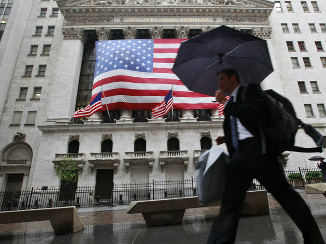 Wall Street fecha em alta com a banca a disparar