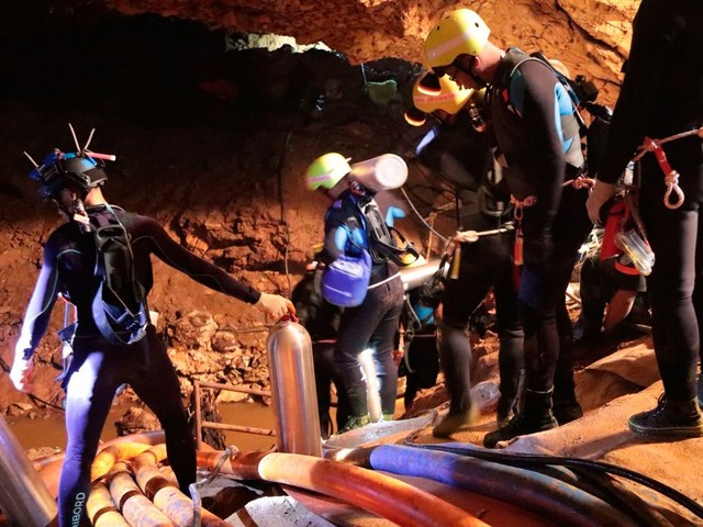 Próximos dias têm condições favoráveis para retirada meninos de caverna na Tailândia
