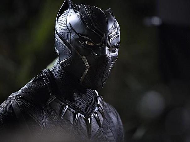 """""""Pantera Negra"""" acerta e erra, mas sempre com estrondo"""