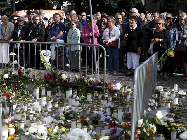 Finlândia faz minuto de silêncio por vítimas de ataque com faca