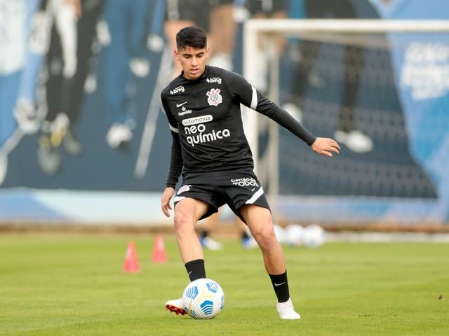 Araos, do Corinthians, obtém vitória parcial na Justiça contra o seu ex-clube