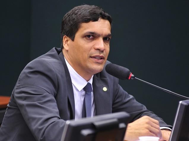 Deputado defende fechamento do Congresso e intervenção militar