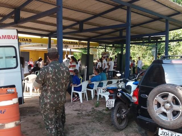 Comando de saúde da PRF atende caminhoneiros que transitam na BR-163 em Santarém