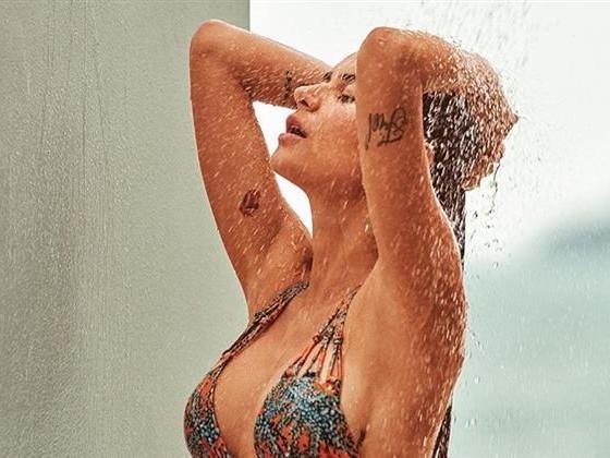 """Domingo quente"" | Thaila Ayala sensualiza em foto de biquíni"