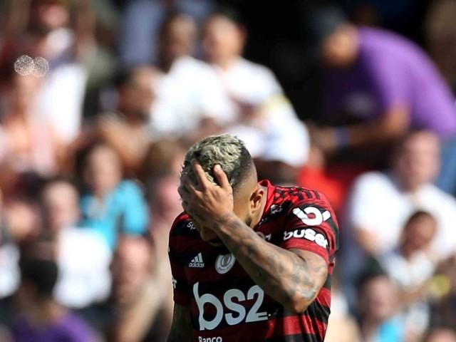 Flamengo leva 4 a 0 do Santos e perde no Brasileiro após 29 jogos invicto