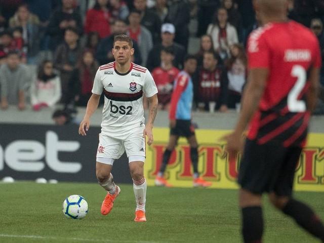 Após sondagem da Turquia, Flamengo oferecerá reajuste caso Cuéllar queira permanecer