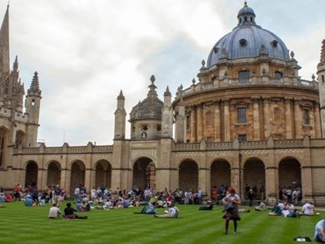 Universidade de Oxford faz perguntas inusitadas para selecionar alunos de Ciência