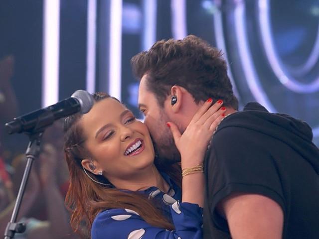 Maiara é surpreendida por Fernando ao vivo e faz anúncio com parceiro do cantor