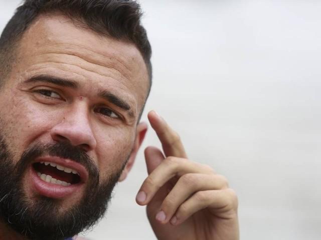 Leandro Castan: 'Espero que o Fluminense nos amasse e o Vasco vença'