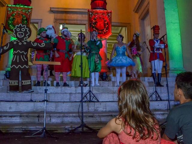 Corais de Manaus se apresentam durante 'Natal do Paço', no Centro Histórico