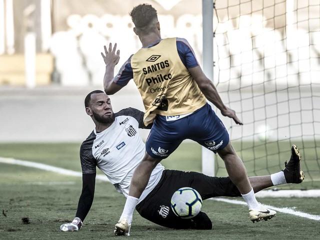 Confira fotos do treino do Santos na Vila Belmiro