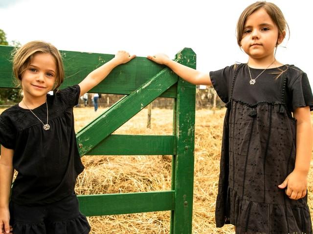 A Dona do Pedaço: Virgínia e Fabiana se recusam a tirar amuletos que ganharam da avó Dulce