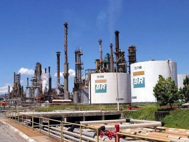 Alvo de protestos, venda das refinarias deve ser fechada ainda em 2020, diz Petrobras