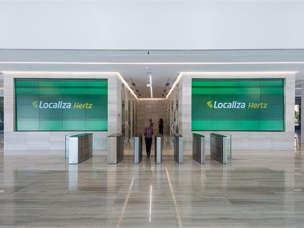 Em nova sede, Localiza explica acordo com Hertz; fotos