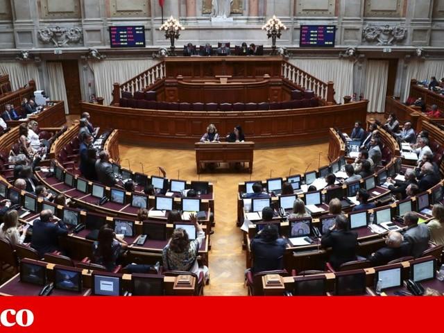 Prendas aos deputados de mais de 150 euros serão divulgadas na Internet, mas sem se saber razão da oferta