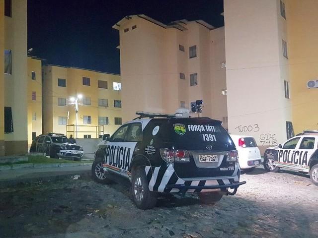 Homem é baleado na cabeça dentro de conjunto habitacional em Fortaleza