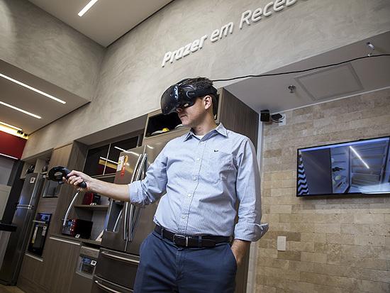 Realidade virtual ajuda cliente a fazer compras em varejista em SP