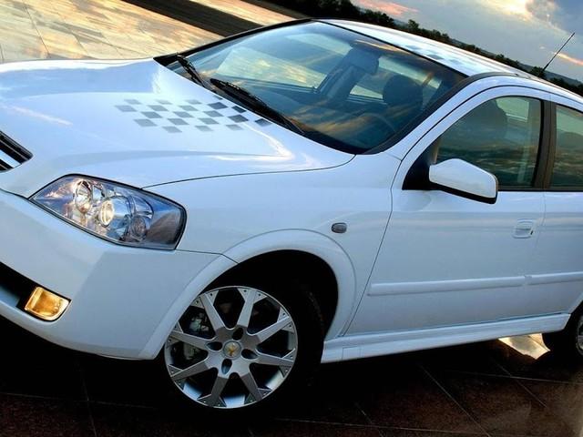 Chevrolet Astra 2010: fotos, consumo e desempenho