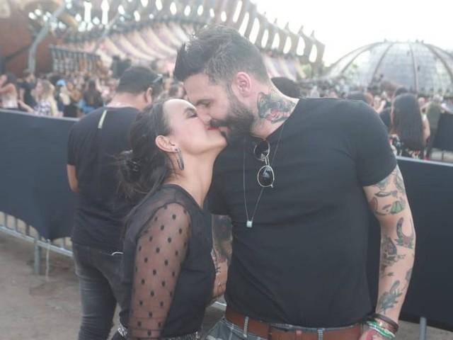 Gleici Damasceno e Wagner Santiago se beijam durante gravação de DVD de Luan Santana