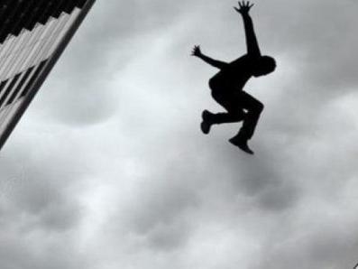 """Nova droga chamada """"pó de macaco"""" está fazendo as pessoas pularem de prédios na Inglaterra"""