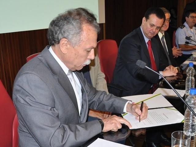 """""""Pusilânime e covarde"""", diz diretor do Inpe sobre atitude de Bolsonaro"""