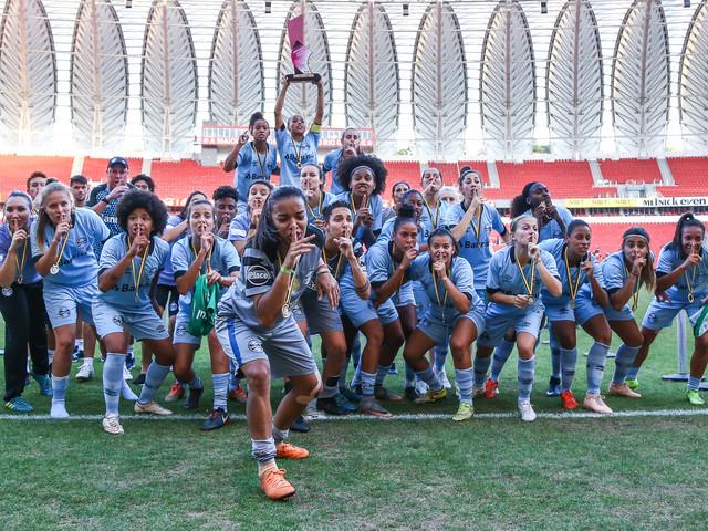 Grêmio vence Inter nos pênaltis e sagra-se campeão do Estadual Feminino