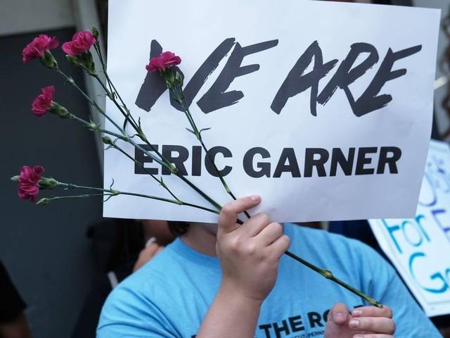 Polícia de Nova York demite agente que matou Eric Garner com mata-leão
