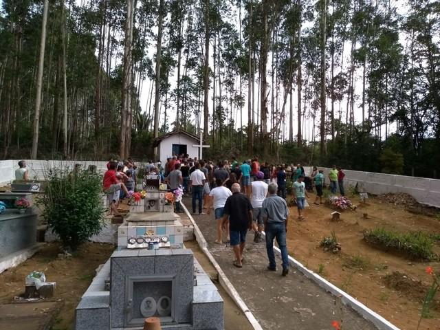 Idoso que morreu com febre amarela é enterrado em Teresópolis, no RJ