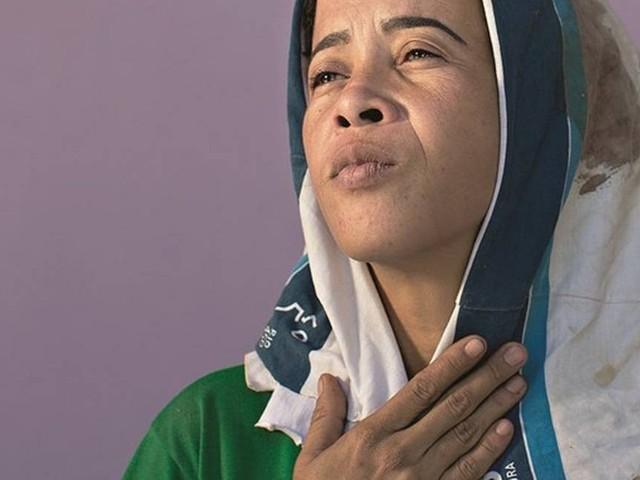 'Tudo em minha casa lembra meu filho', conta mãe de estudante morto na Maré em 2018
