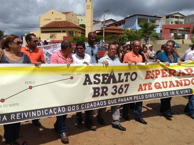 Moradores de cidades do Nordeste de Minas Gerais reivindicam asfaltamento da BR-367