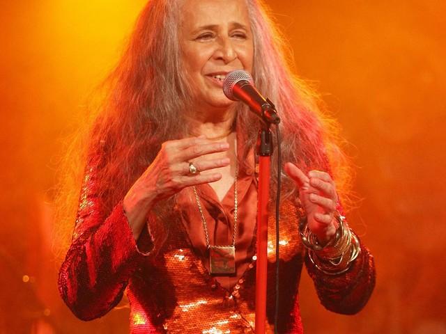 Maria Bethânia inclui sete músicas na transposição do show 'Claros breus' para casa grande