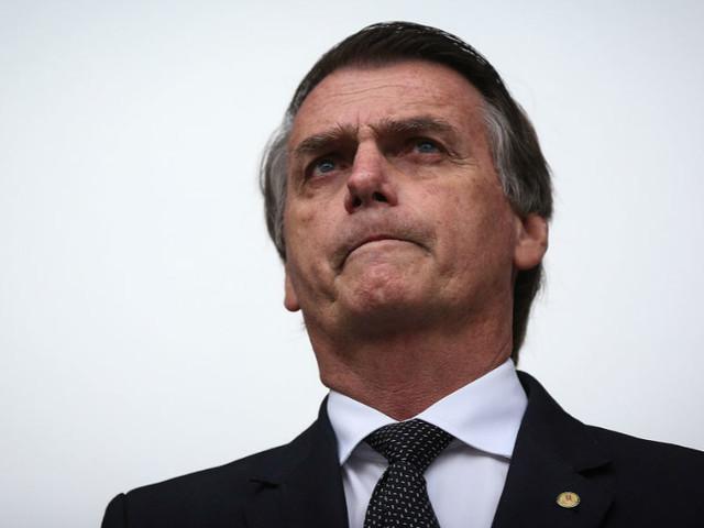 """""""Ele deu uma facada e rodou. Para matar, mesmo"""". Bolsonaro fala pela primeira vez depois do ataque"""
