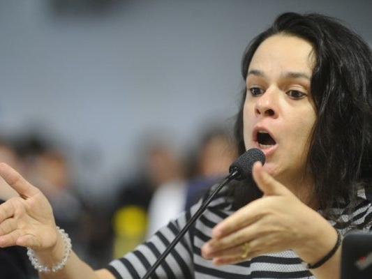 Janaina Paschoal diz que Lula é dono da JBS e vira piada nas redes sociais