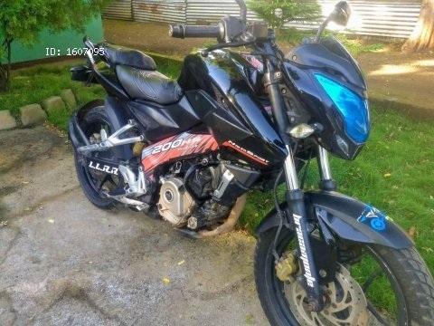 Vendo preciosa moto pulsar ns 200 2014 en buenas condiciones