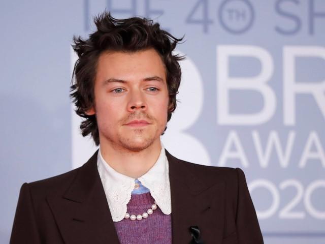 Com o fim do One Direction, Harry Styles faturou R$ 350 milhões em cinco anos de carreira solo
