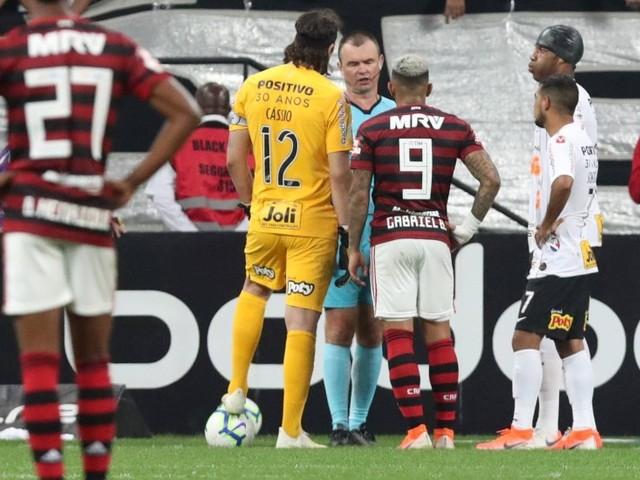 Flamengo arranca empate com o Corinthians e ameniza pressão para Libertadores