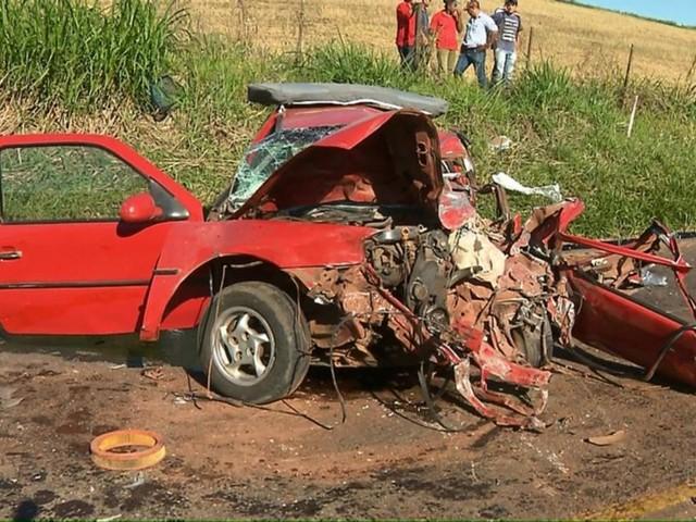 Tráfego é parcialmente liberado na PR-445 após acidente que deixou uma criança morta e quatro feridos