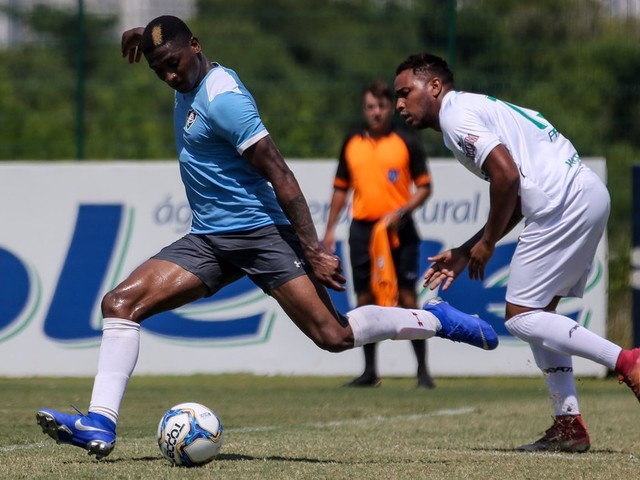 Fluminense goleia em jogo-treino e Yony González se destaca