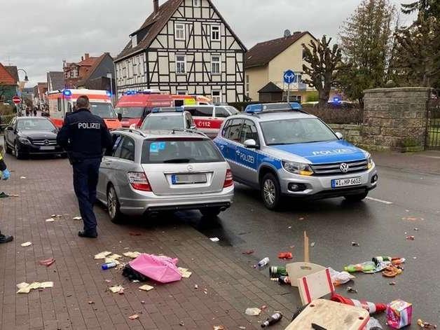 Carro avança contra desfile de carnaval na Alemanha e deixa vários feridos