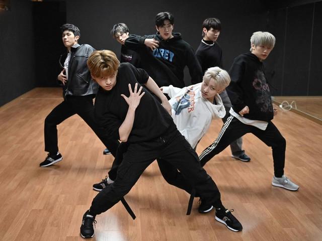 Nova banda de K-pop tem maratona de mil horas para seguir passos de BTS