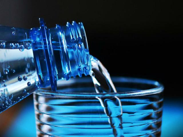 Negócio da água: Nestlé criticada por lucrar milhões ao aproveitar-se de cidades mais pobres