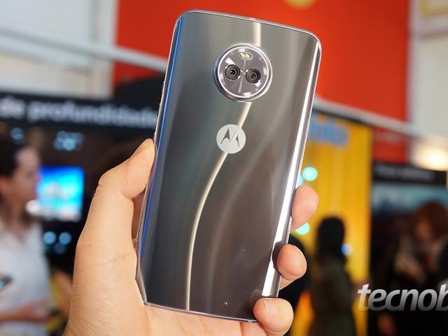 Uma olhada de perto no Moto X4