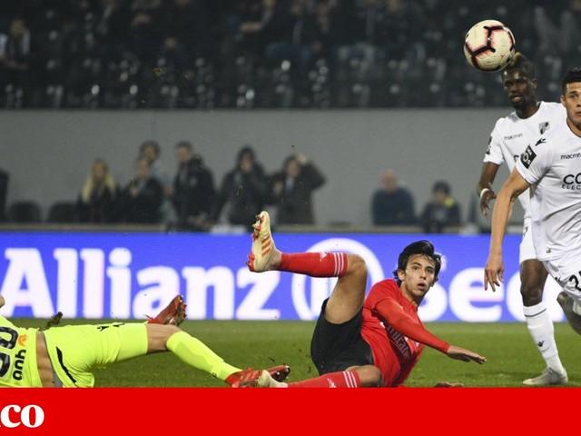 Benfica passa em Guimarães rumo às meias-finais da Taça