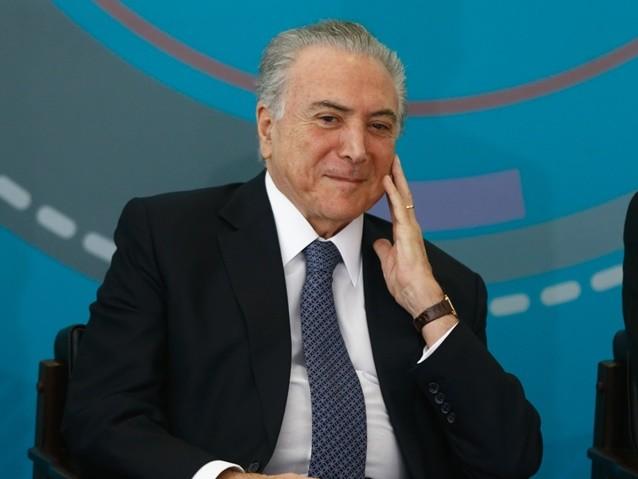 Temer discute a intervenção militar no Rio com marqueteiros