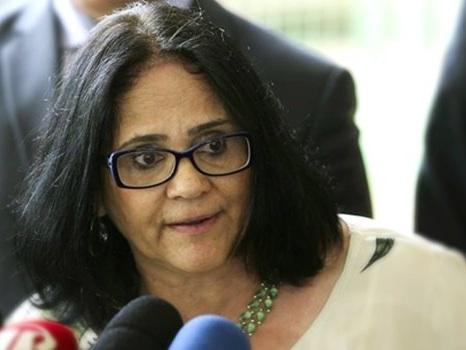 """""""Chegou a hora da igreja governar"""", disse ministra dos Direitos Humanos"""